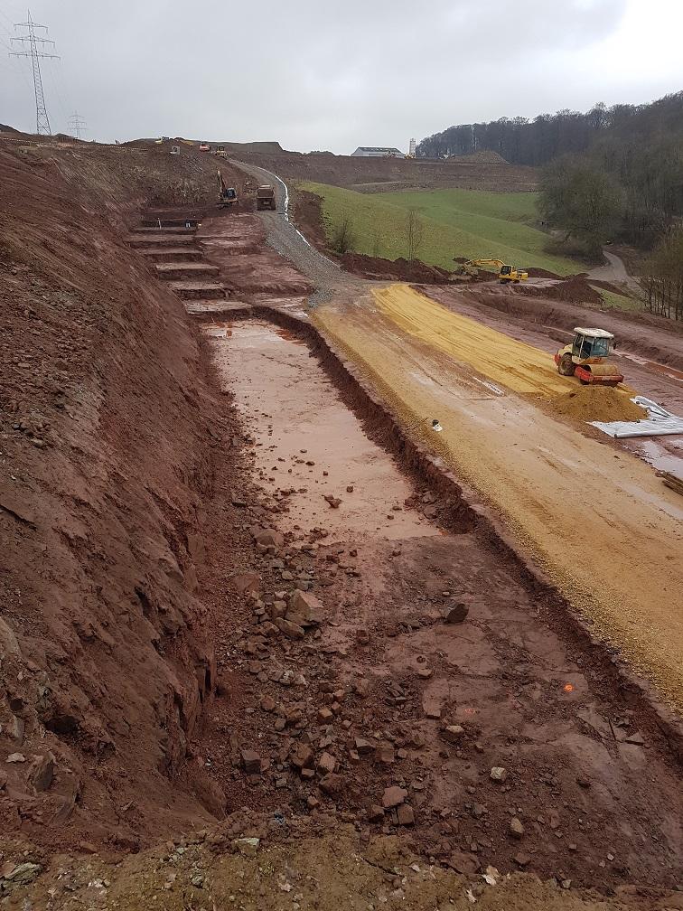 Chantier Fridhaff - Travaux de terrassement et remblai. Photo par Justiniano DA MOTA, géomètre Baatz Constructions Exploitation.